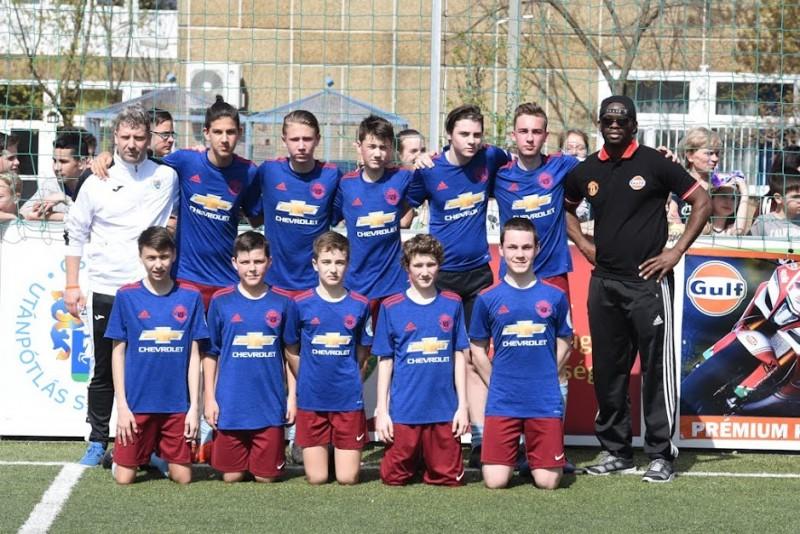A Csepel Utánpótlás Sportegyesület játékosaival lépett pályára a Manchester United labdarúgója, Louis Saha!